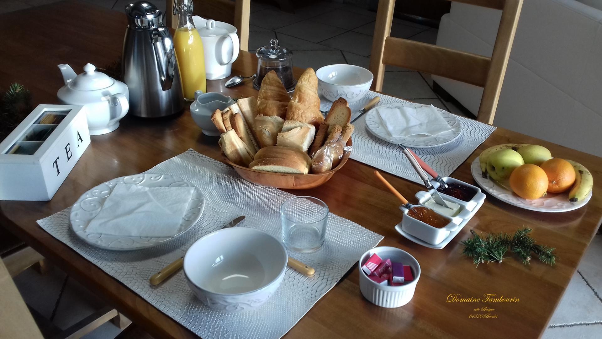 Petit déjeuner Domaine Tambourin